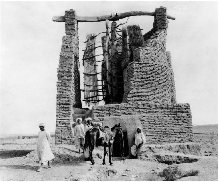 آسیاب بادی باستانی در افغانستان با محور چرخش عمودی